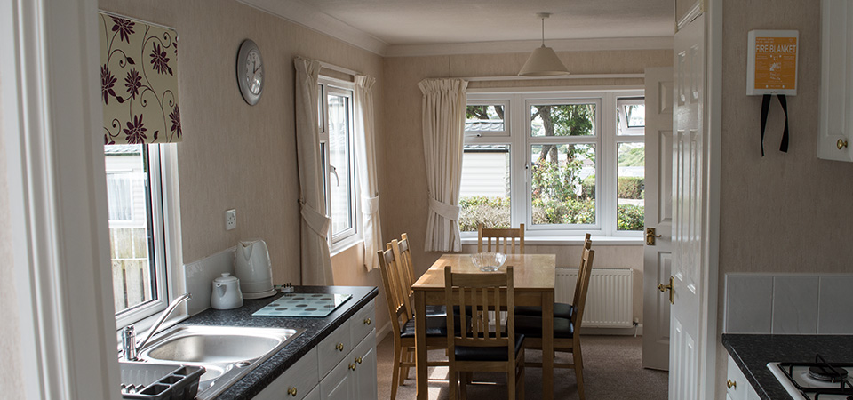 Self-Catering-Bungalow-kitchen